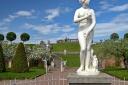 В Петергоф вернулась статуя Петра на коне
